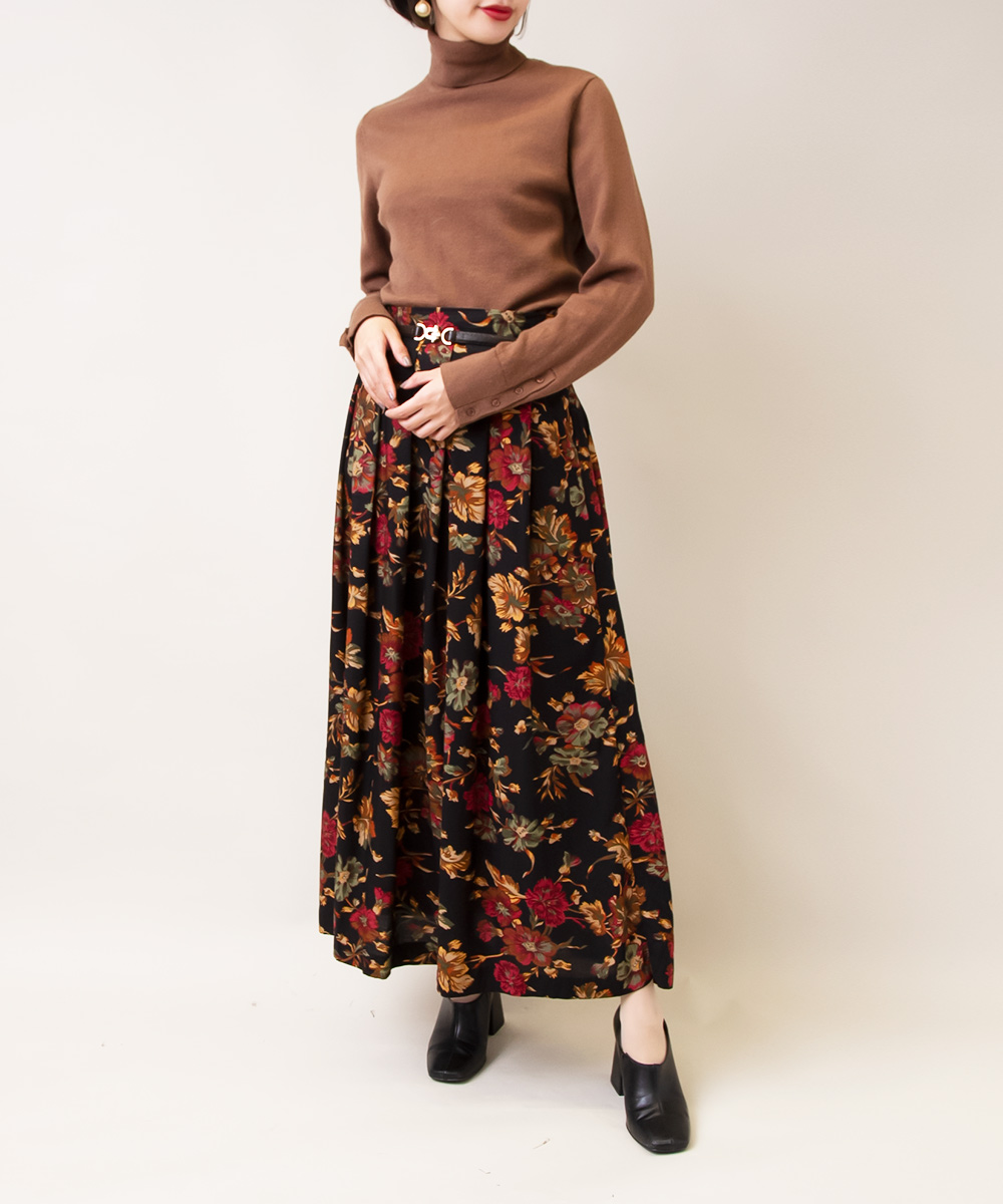 【Brown Neck Knit + Black Flower Skirt】2点
