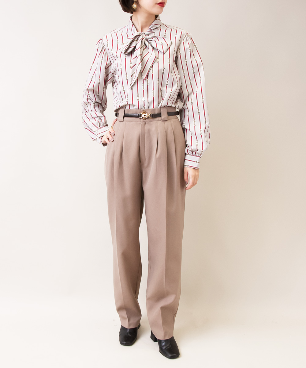 【Design Stripe Ribbon Blouse + Beige Pants】2点