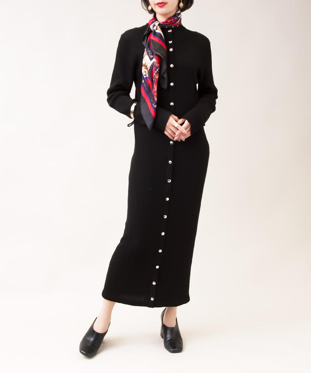 【1970's Black Long Cardigan + Emblem Scarf】2点