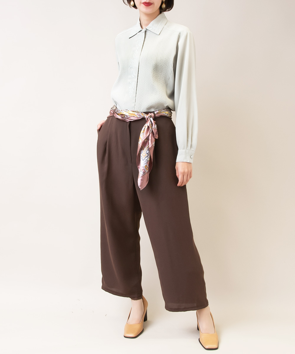 【Green Blouse + Brown Pants + Paisley Scarf】3点