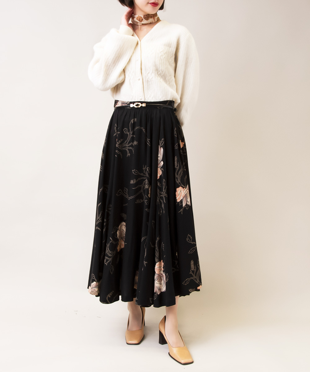 【White knit + Rose Design Skirt +Flower Scarf】2点