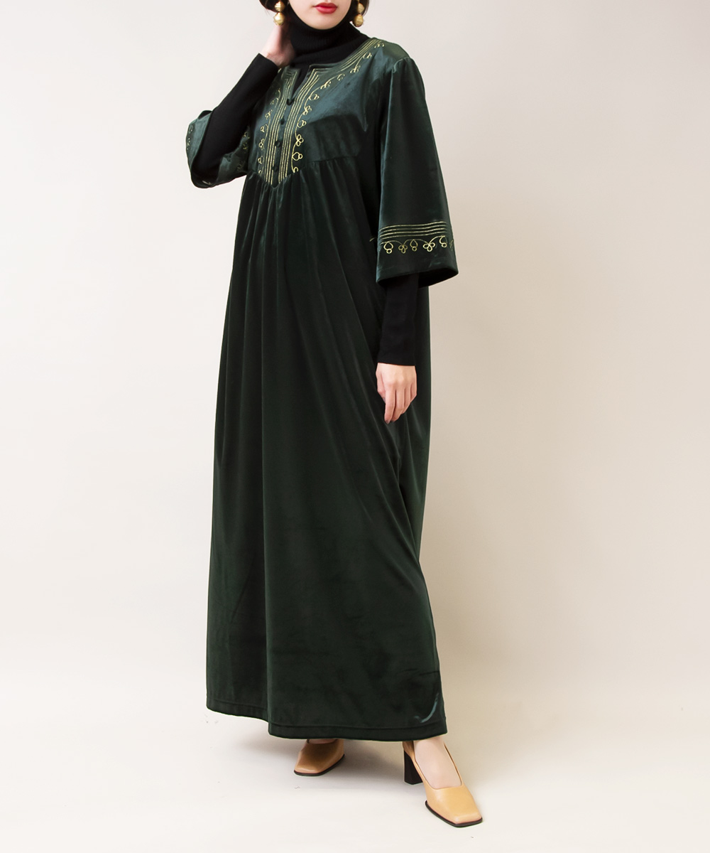 【Black Turtle Neck Knit + Green Velours Dress】2点