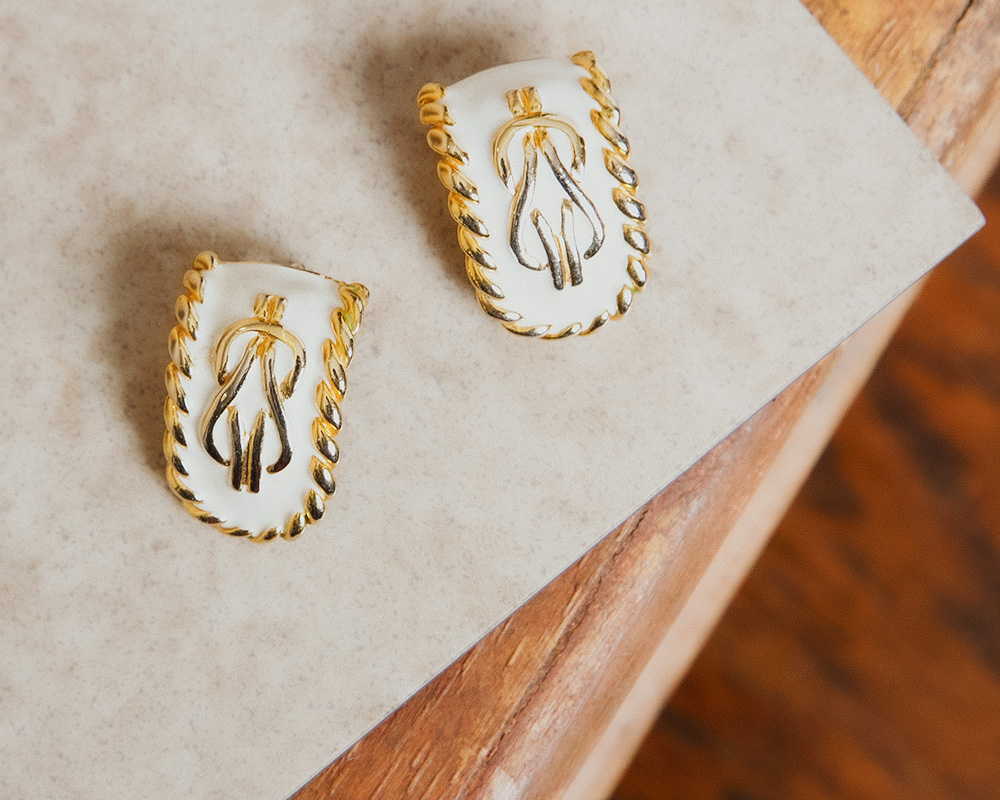 White × Gold Design Earring