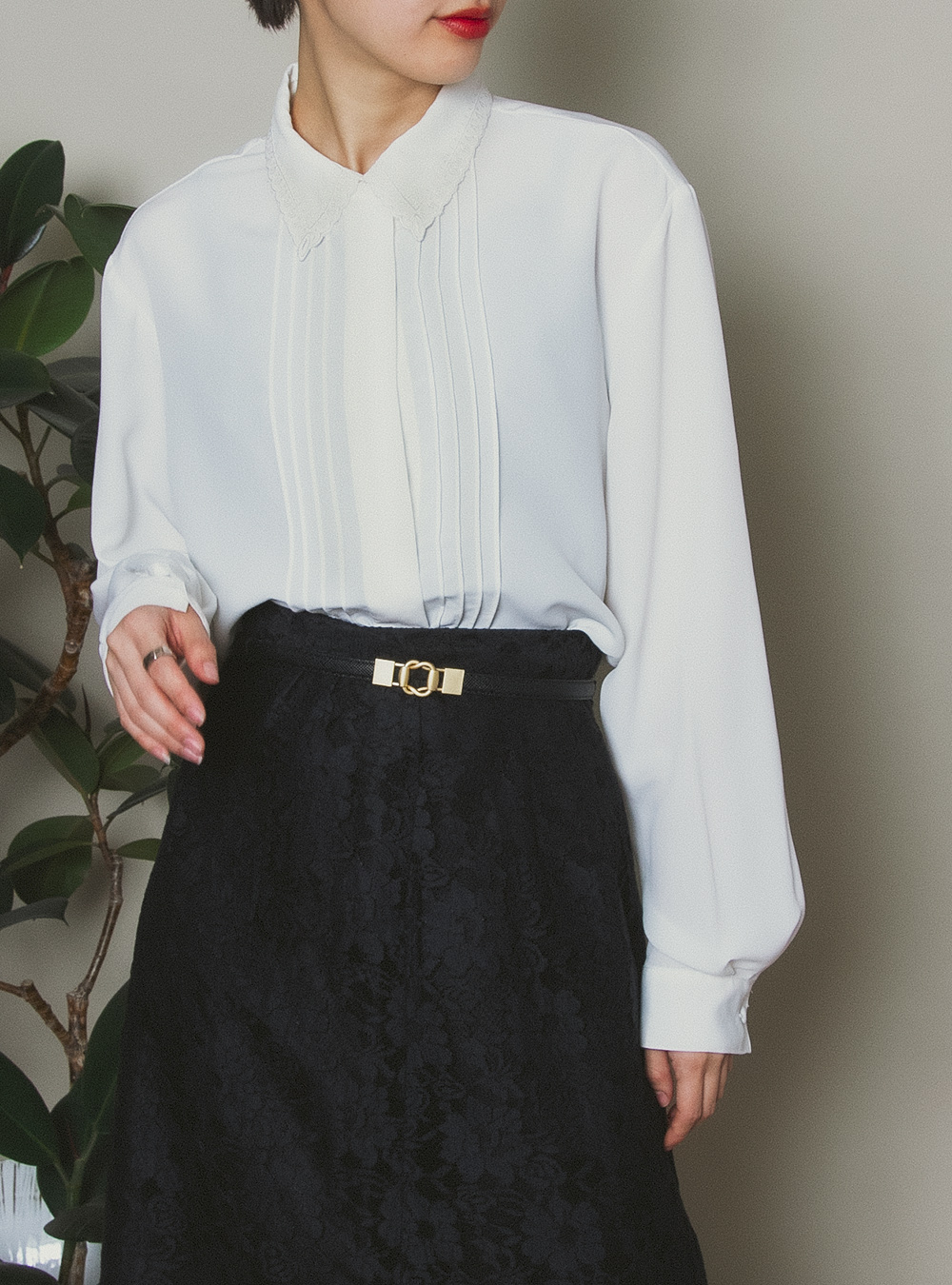 White Embroidery Collar Blouse