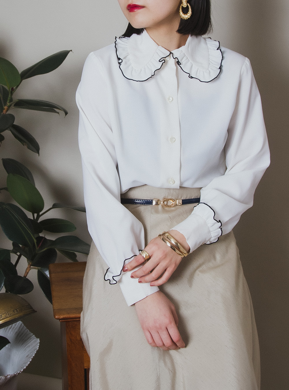Bi-color Piping Frill Blouse