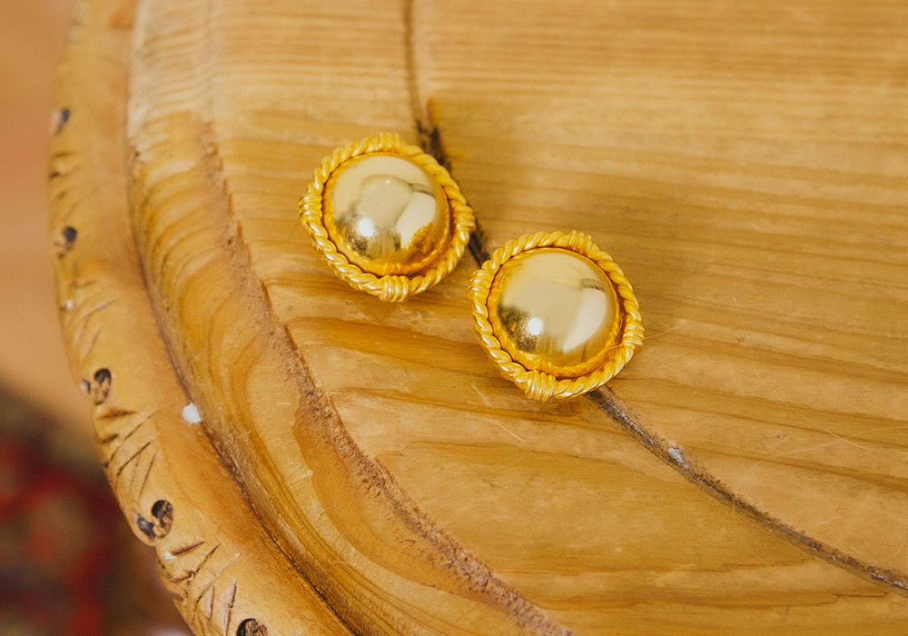 Gold Button Motif Earring