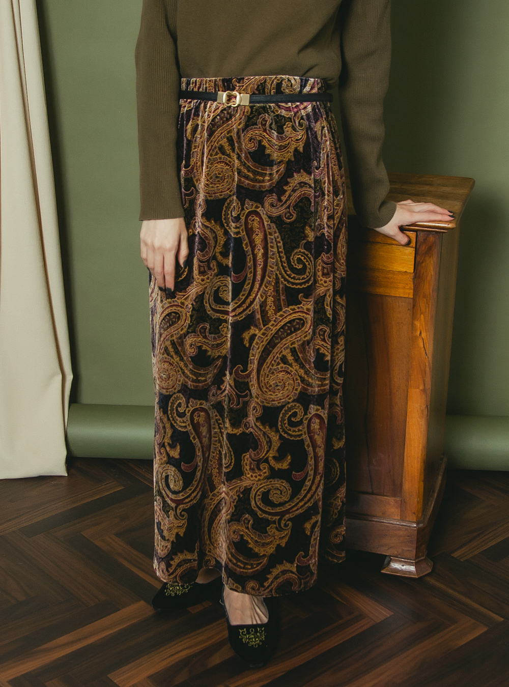 Dusty Collar Paisley Design Velvet Skirt